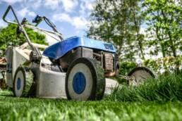 Ouvriers paysagistes entretien espaces verts